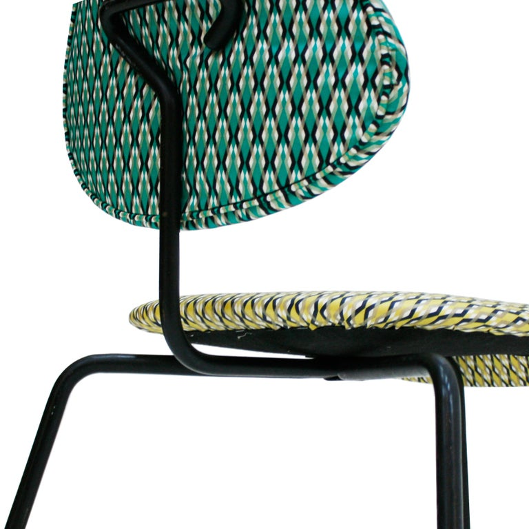 Isa Beramo Midcentury Pair of Black Lacquered Metal Cotton Satin Italian Chairs For Sale 4