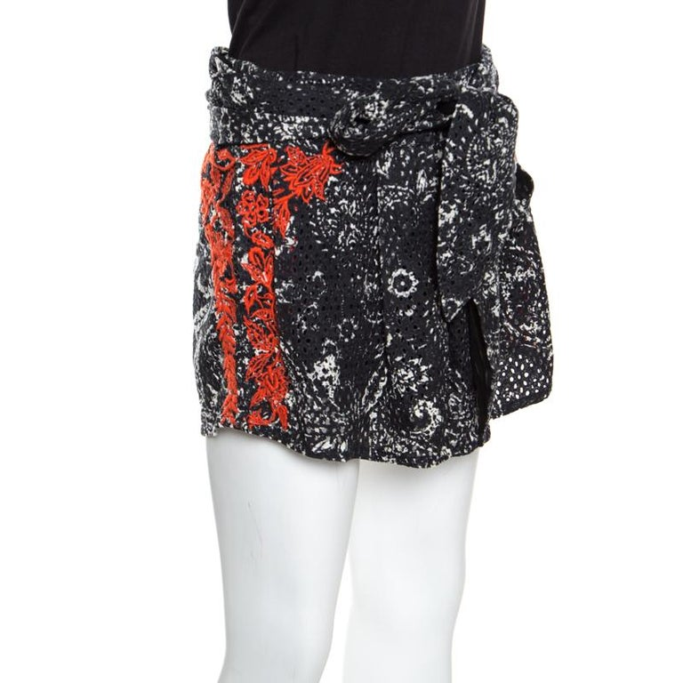 These shorts from Isabel Marant is from their Spring Summer 2013 collection and it is perfect for days when you wish to dress casually. The creation is tailored from cotton and styled with embroidery, prints and eyelets all over and a tie