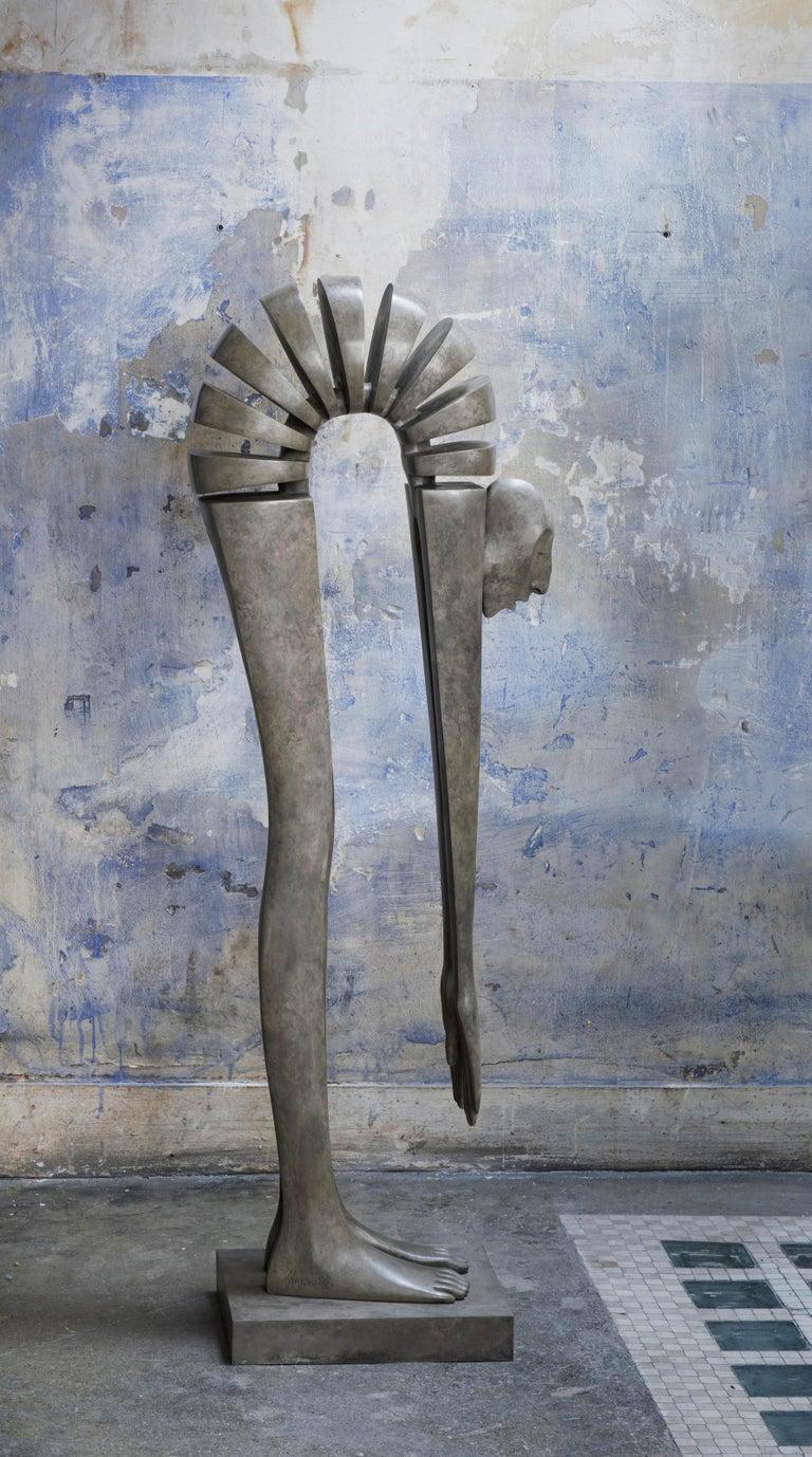 Isabel Miramontes Figurative Sculpture - Bout du Monde - Debout