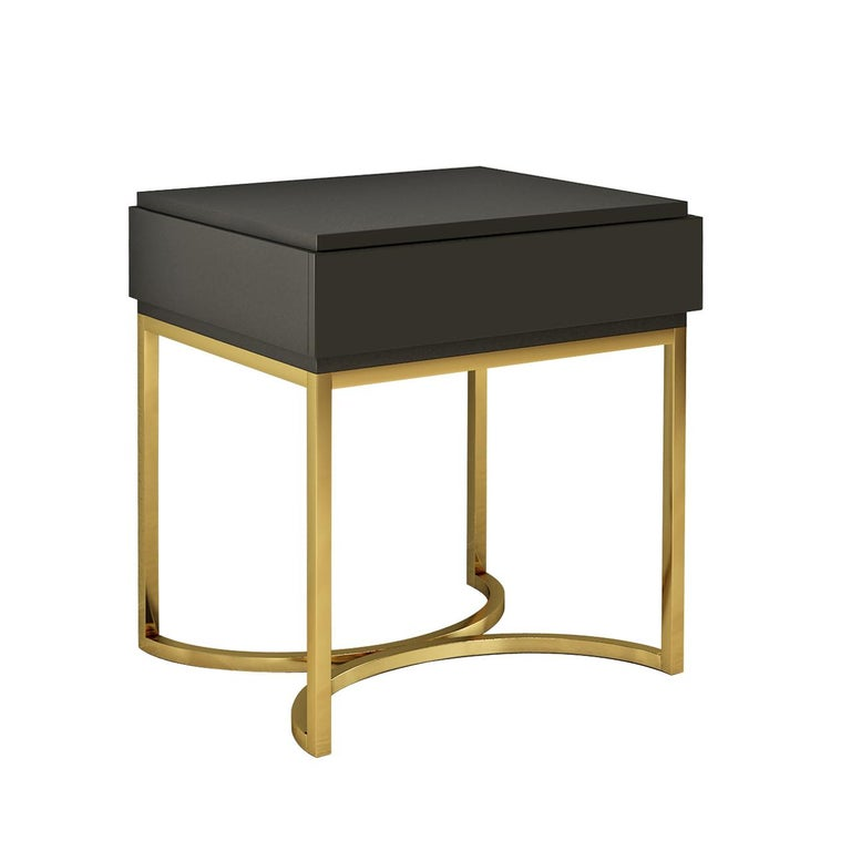 Designed by IC and realized by skillful Italian artisans, the Damiano nightstand features one self-closing drawer standing on a brass, or powder-coated metal – structure. It is a stand-out piece that will enrich any decor with sophisticated