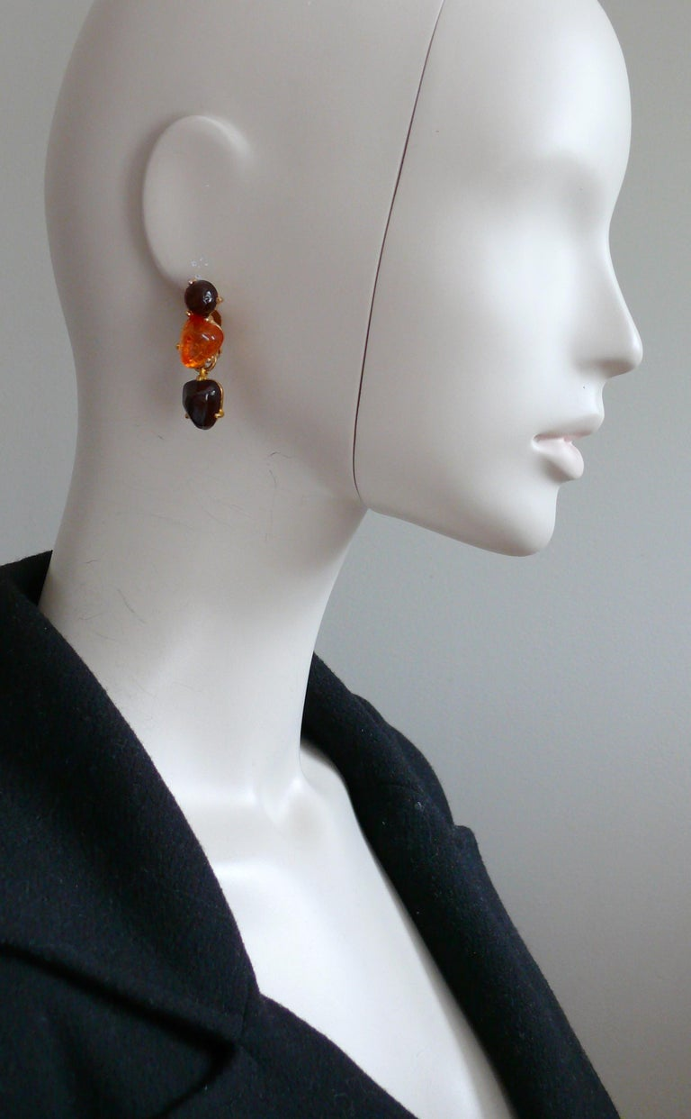 ISAKY Paris vintage gold toned dangling earrings (clip-on) featuring irregular 3-D resin cabochons in orange and brown colors.  Embossed ISAKY Paris.  Indicative measurements : height approx. 4.2 cm (1.65 inches) / max. width approx. 1.3 cm (0.51