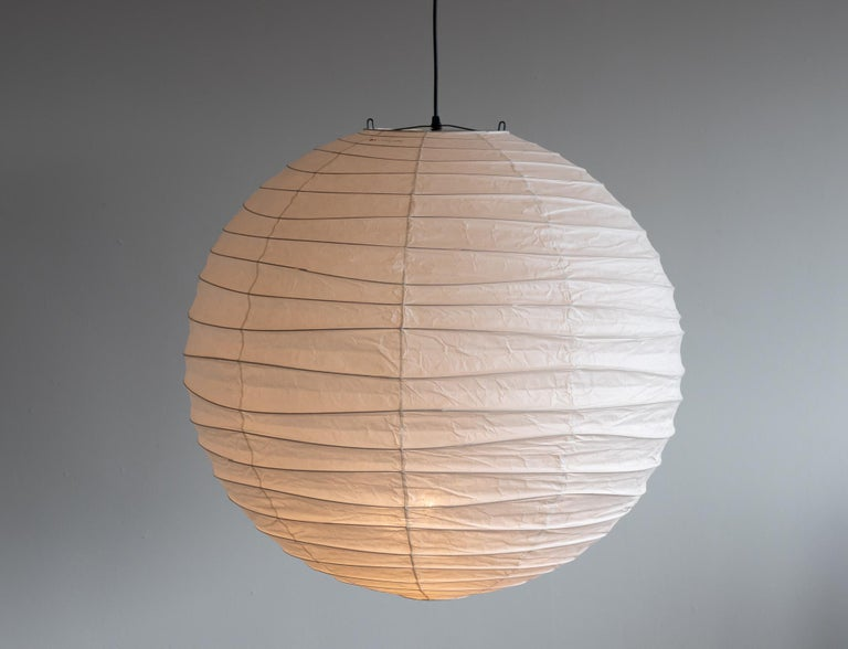 Akari 75D lamp designed by Isamu Noguchi, 1951. Manufactured by Ozeki & Co. in Japan. 