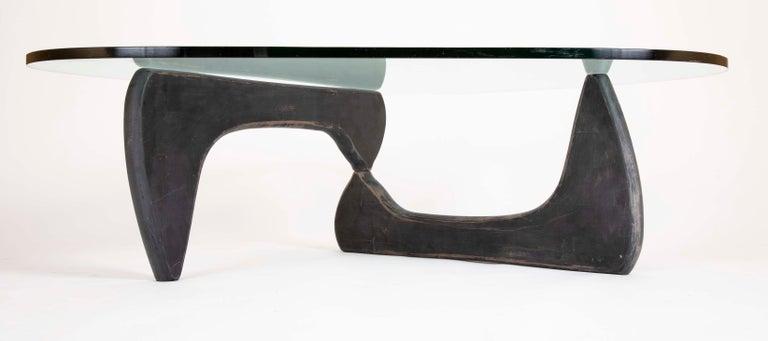 Isamu Noguchi Coffee Table by Herman Miller In Good Condition For Sale In Stamford, CT