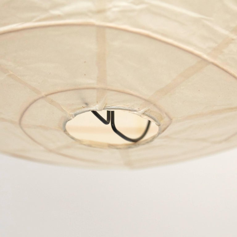 Isamu Noguchi Mid-Century Modern Vintage Paper Akari 55D Pendant Lamp In Good Condition For Sale In Barcelona, Barcelona