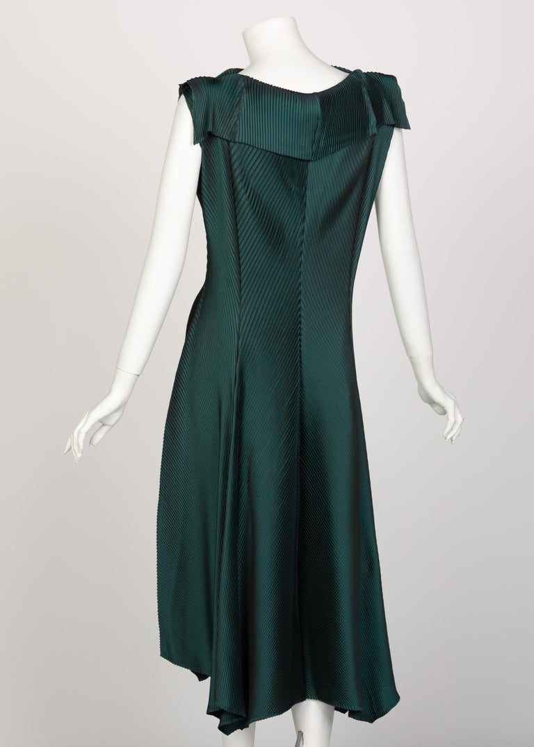 Issey Miyake Blue Green Pleated Sleeveless Dress In Excellent Condition For Sale In Boca Raton, FL