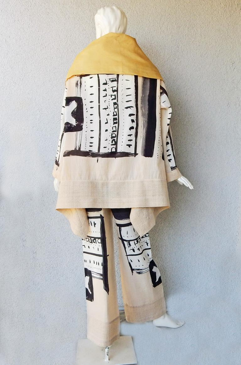 Issey Miyake Costume Institute Rare 1997 Graphic Runway Kimono Inspired Ensemble In Excellent Condition For Sale In Los Angeles, CA