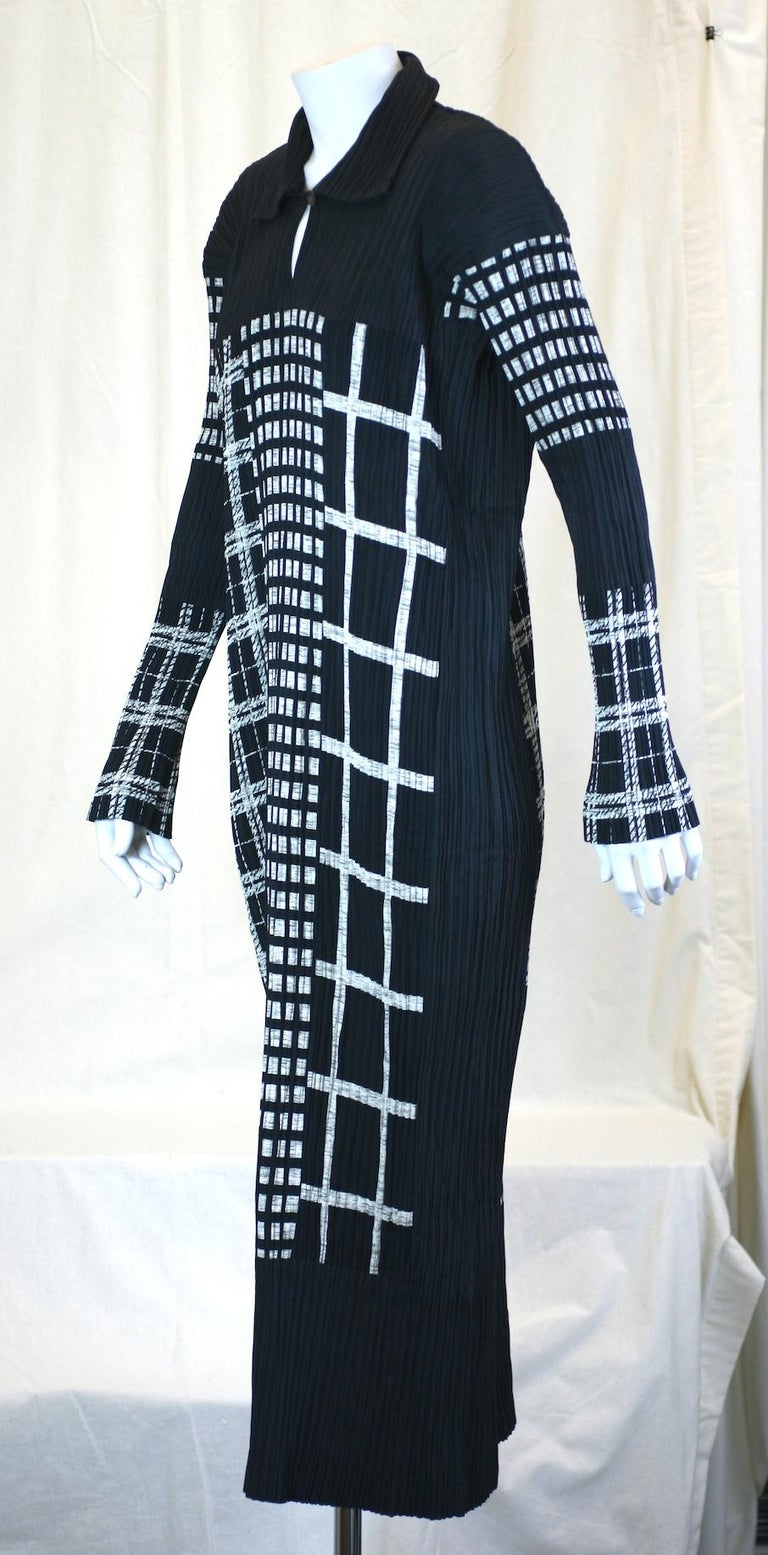 Issey Miyake Graphic Black White Pleated Dress In Excellent Condition For Sale In Riverdale, NY
