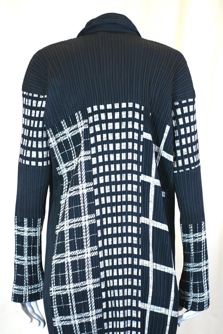 Issey Miyake Graphic Black White Pleated Dress For Sale 1