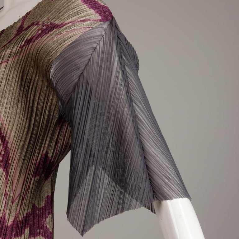 Issey Miyake Pleats Please Pleated Purple Gray Op Art Mirror Print Top or Shirt In Excellent Condition For Sale In Sparks, NV