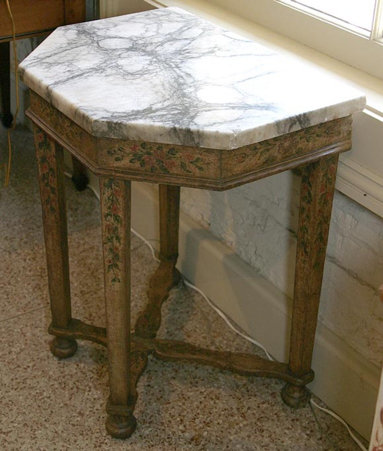 Italian 17th Century Baroque Painted Console For Sale 4