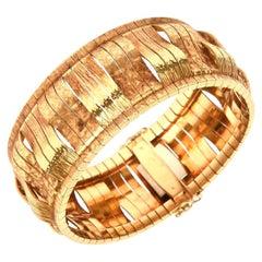 Italian 18 Karat Gold Sculptural Cuff Bracelet Vintage