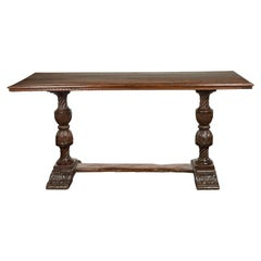 Italian 1820s Walnut Table with Carved Legs, Twisted Motifs and Waterleaves