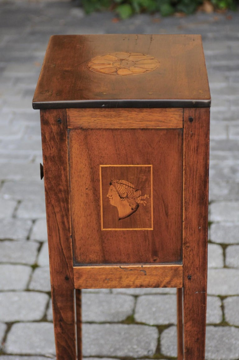 Italian, 1840s Neoclassical Style Walnut Nightstand Cabinet with Marquetry Décor For Sale 4