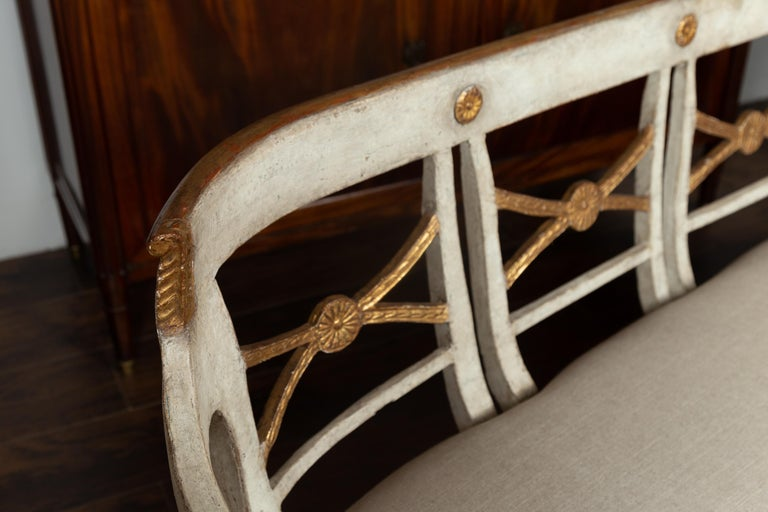 Italian 1860s Painted Wood Bench with Gilded Accents and New Upholstery For Sale 1