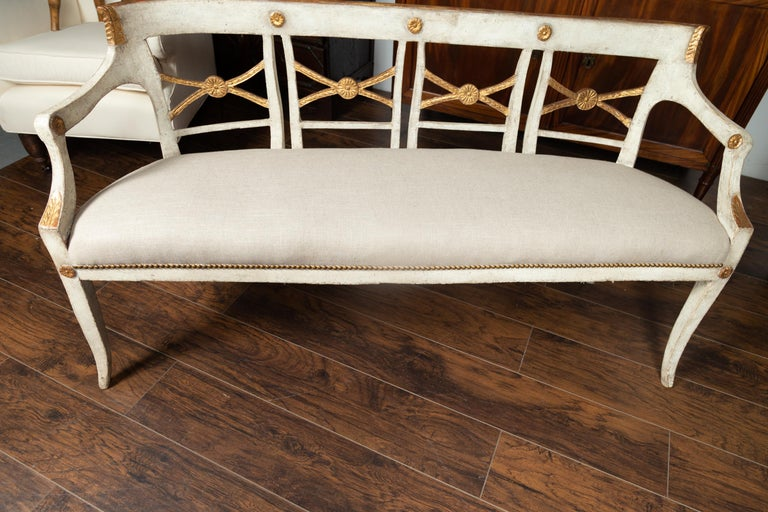 Italian 1860s Painted Wood Bench with Gilded Accents and New Upholstery For Sale 2