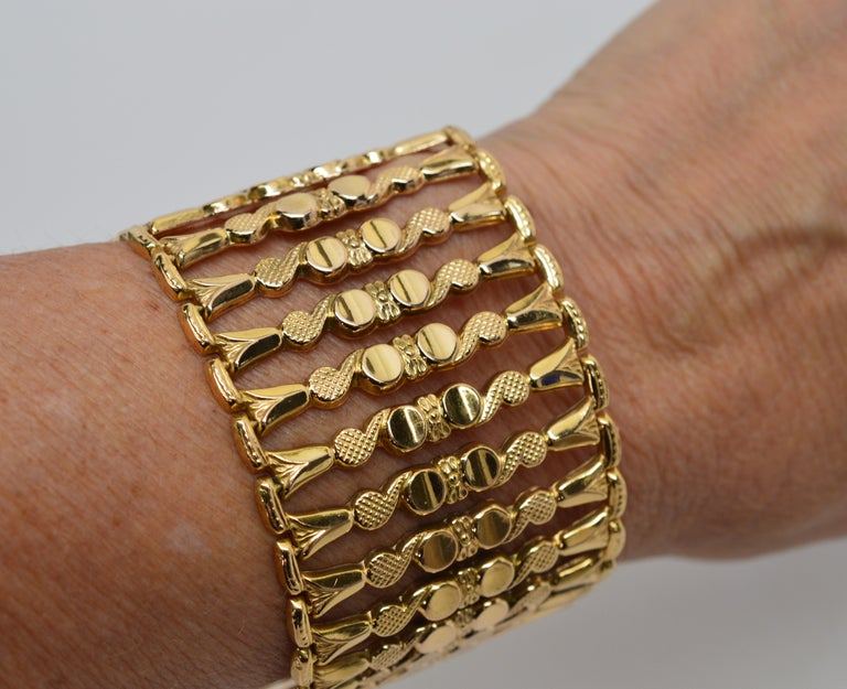 Italian 18 Karat Yellow Gold Wide Ladder Link Bracelet In Excellent Condition For Sale In Mount Kisco, NY