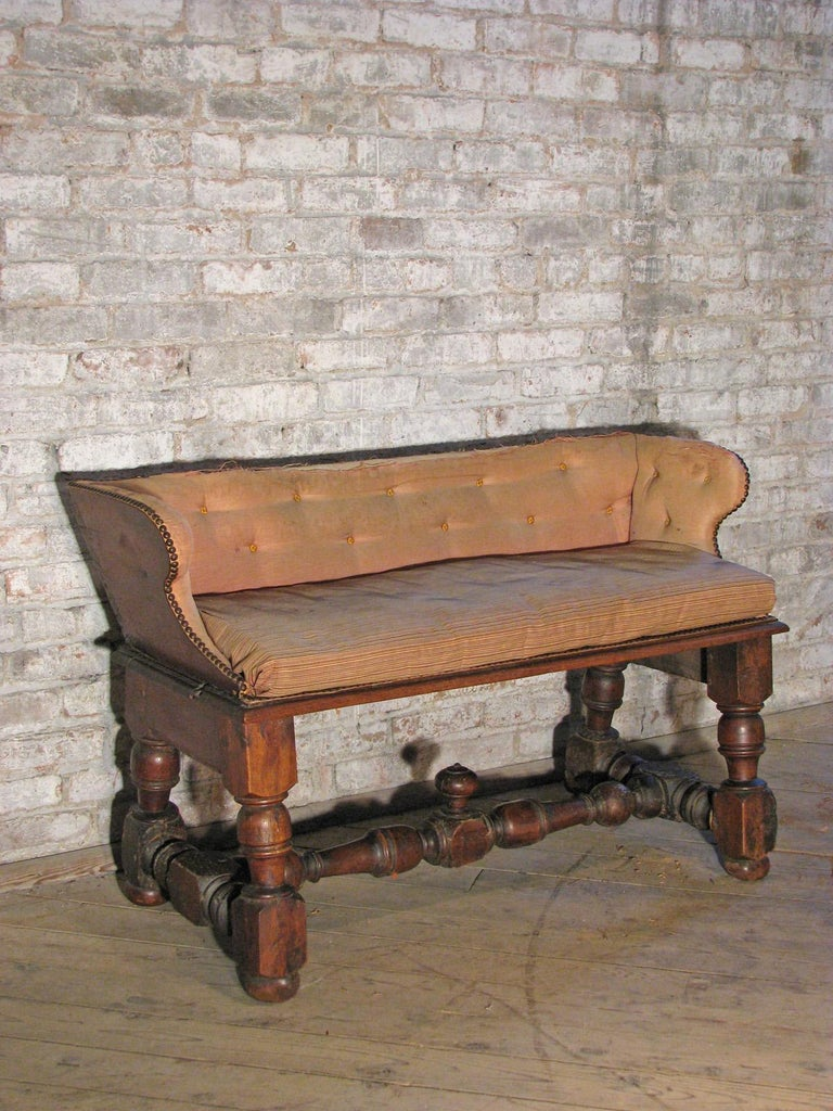 Italian 18th century Baroque Walnut Bench or Settee For Sale 1