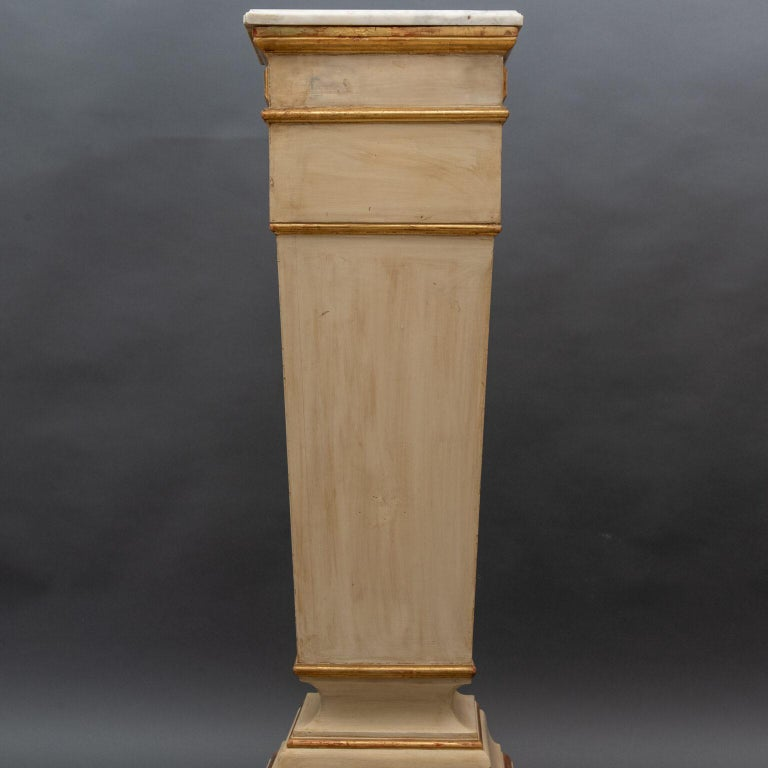 Louis XVI Italian 18th Century Column in Lacquered and Gilded Wood For Sale
