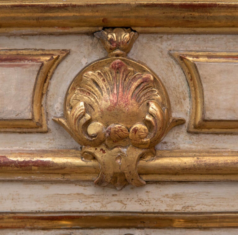 Italian 18th Century Column in Lacquered and Gilded Wood In Good Condition For Sale In Paris, FR