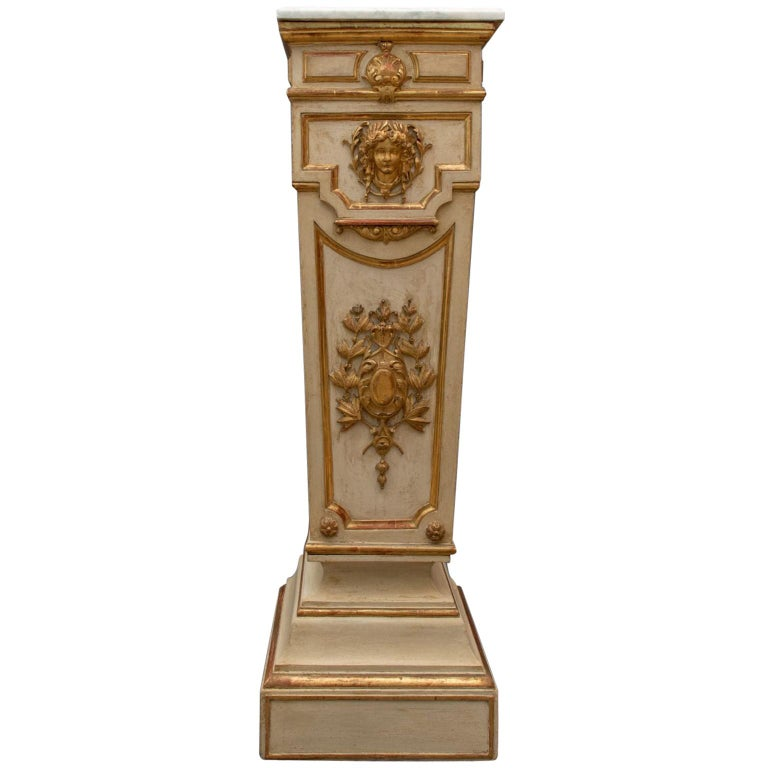 Italian 18th Century Column in Lacquered and Gilded Wood For Sale