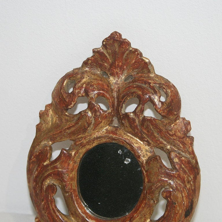 Italian 18th Century Giltwood Baroque Miniature Mirror In Good Condition For Sale In Amsterdam, NL