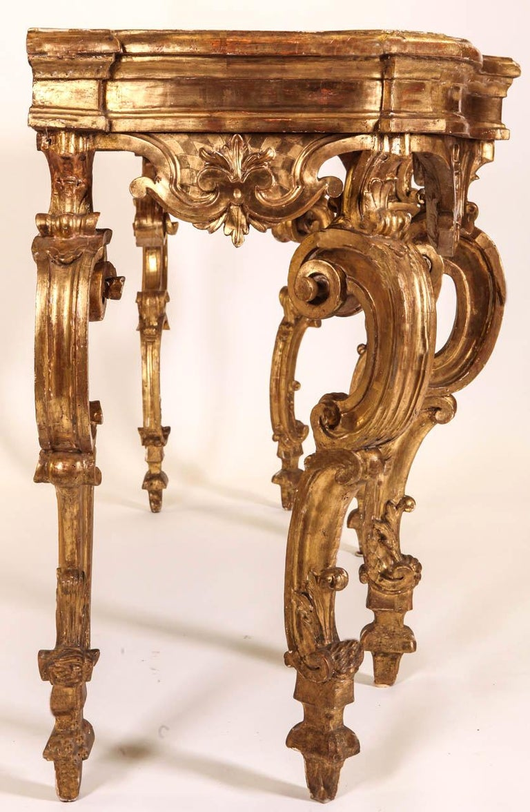 Italian 18th Century Giltwood Console Table For Sale 3