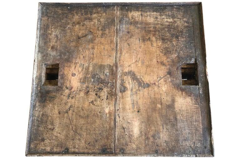 Italian 18th Century Work Table For Sale 1