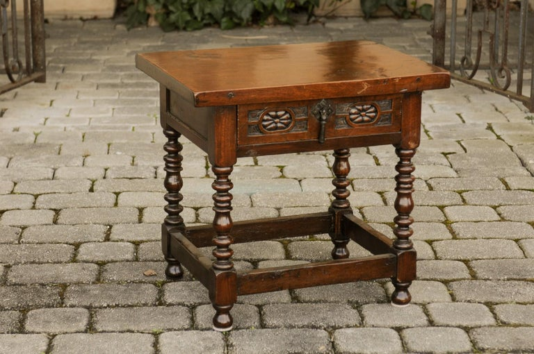 Italian 1900s Walnut Side Table with Drawer, Carved Rosettes and Turned Legs In Good Condition For Sale In Atlanta, GA