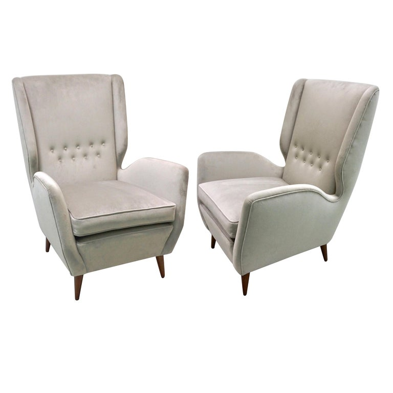Italian 1940s Gio Ponti Vintage Pair of High Back Armchairs in Light Grey Velvet For Sale