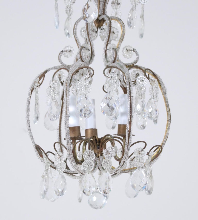 Louis XVI Italian 1940s Italian Crystal Beaded Chandelier For Sale