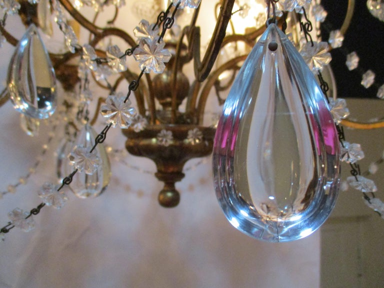 Italian 1940s Neoclassical Ten-Light Giltwood Pear Crystal Chandelier In Good Condition For Sale In Oregon, OR