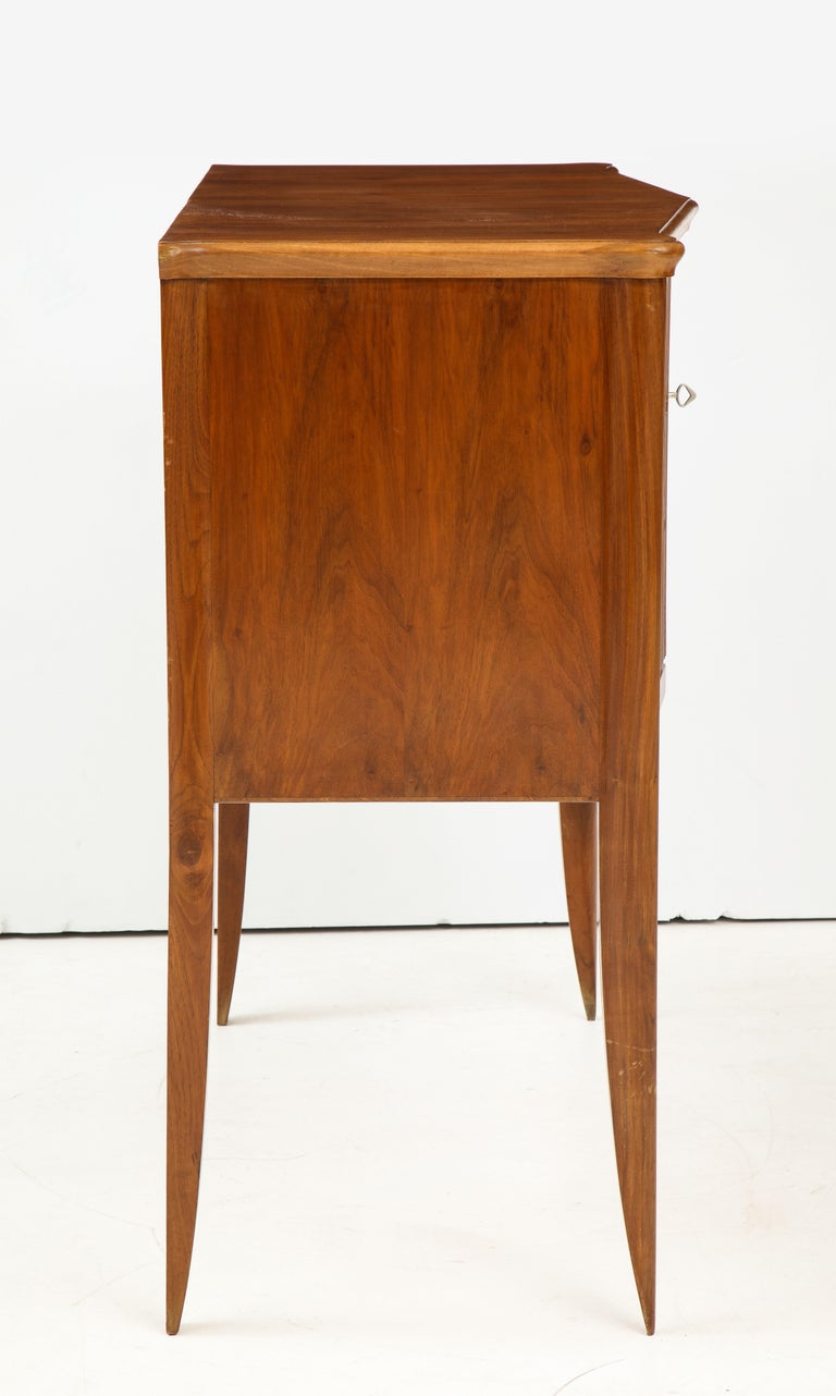 Italian 1940s Walnut Two-Door Cabinet For Sale 7