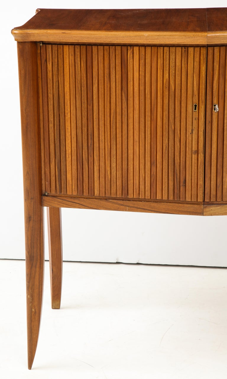 Italian 1940s Walnut Two-Door Cabinet For Sale 1