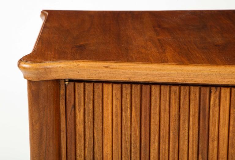 Italian 1940s Walnut Two-Door Cabinet For Sale 3