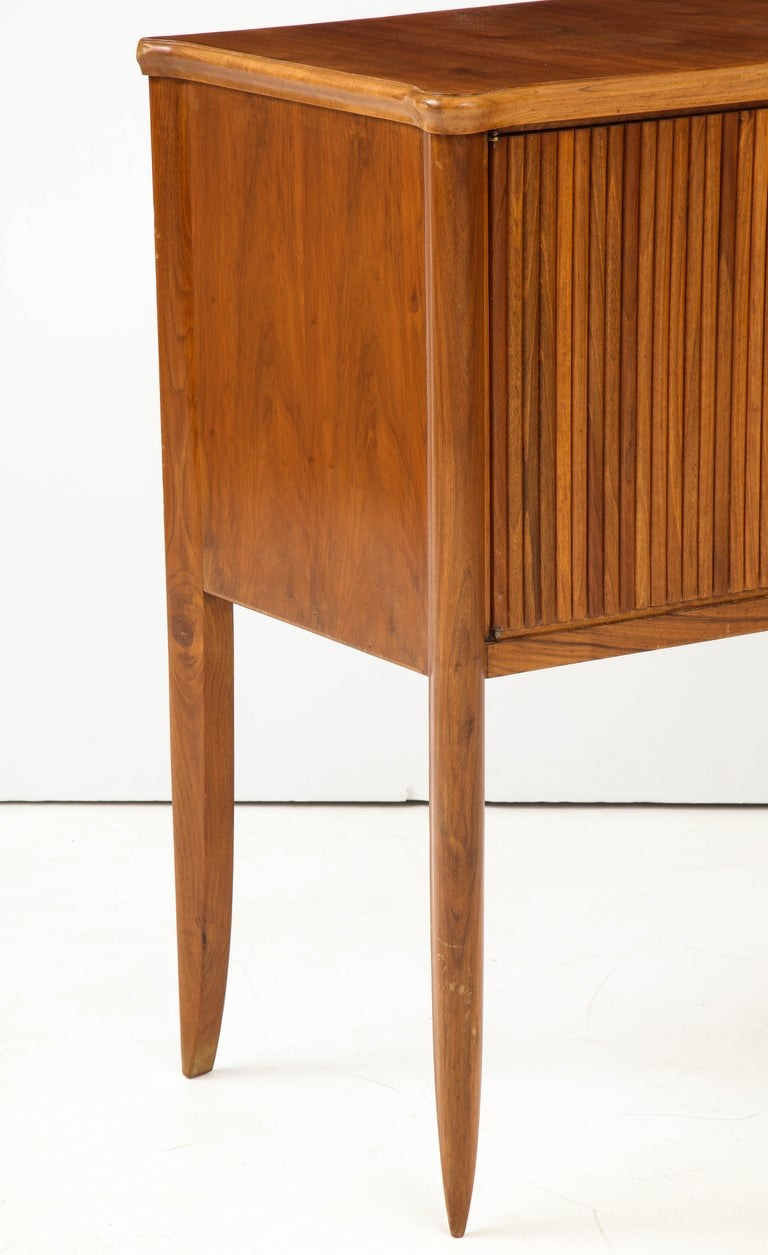 Italian 1940s Walnut Two-Door Cabinet For Sale 5