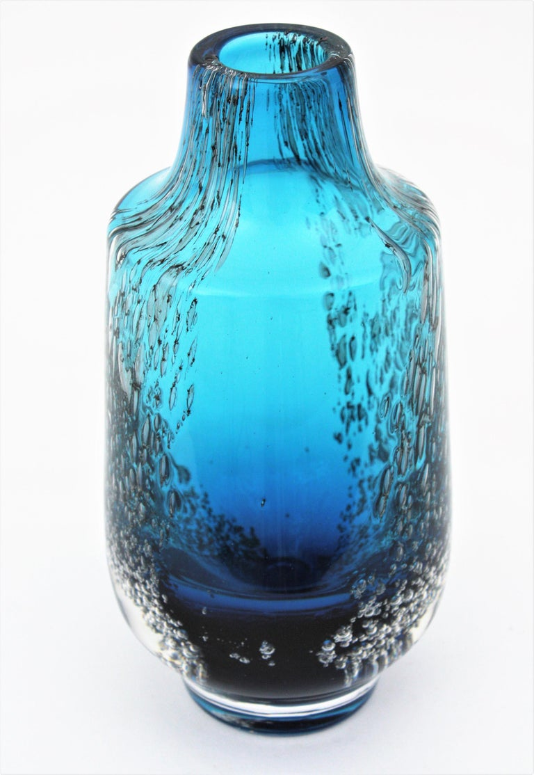 Italian 1950s Archimede Seguso Pulegoso Prussian Blue Murano Glass Bottle Vase For Sale 6
