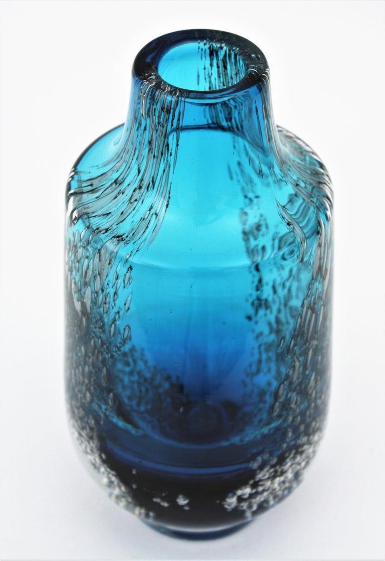 Italian 1950s Archimede Seguso Pulegoso Prussian Blue Murano Glass Bottle Vase For Sale 7