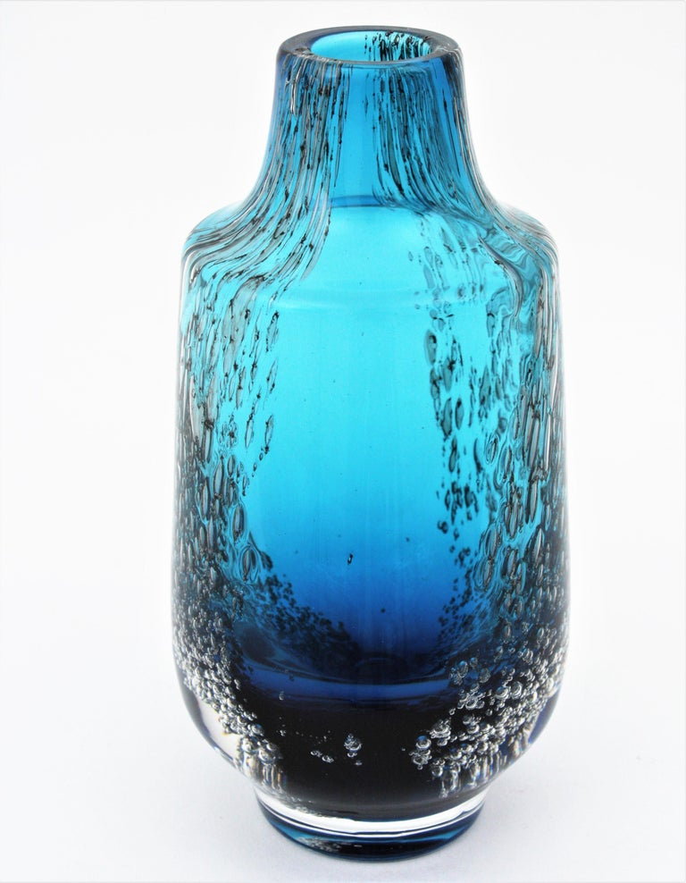 Italian 1950s Archimede Seguso Pulegoso Prussian Blue Murano Glass Bottle Vase For Sale 9