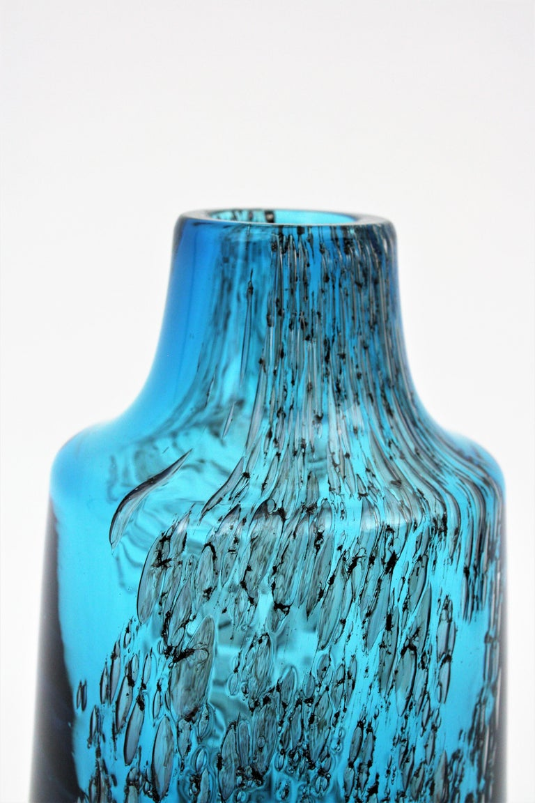 Italian 1950s Archimede Seguso Pulegoso Prussian Blue Murano Glass Bottle Vase For Sale 1