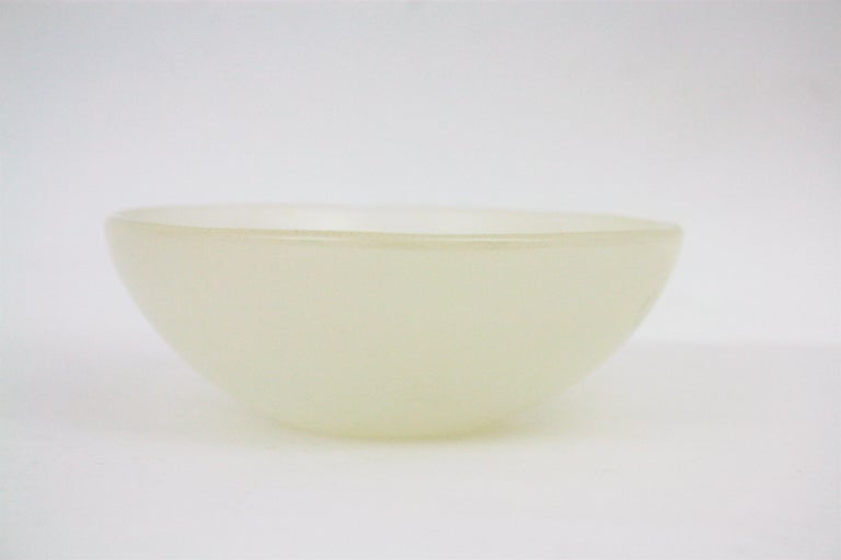 Archimede Seguso Murano White Alabastro Glass Bowl with Gold Dust, Italy, 1950s For Sale 5