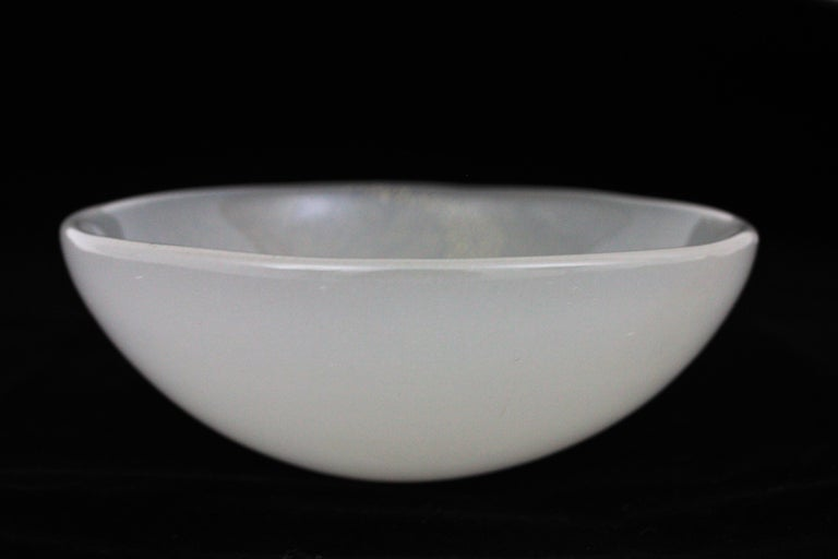Archimede Seguso Murano White Alabastro Glass Bowl with Gold Dust, Italy, 1950s For Sale 6