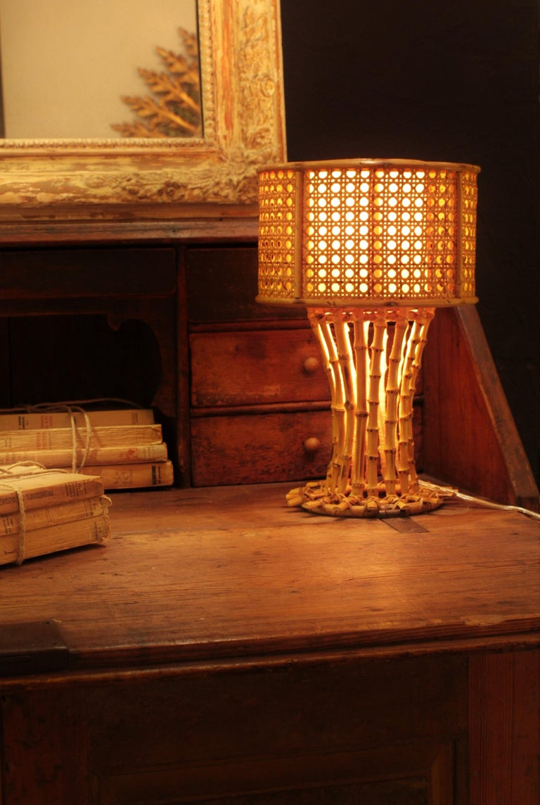 Mid-Century Modern Italian 1950s Chinoiserie Style Bamboo Wicker and Rattan Table Lamp For Sale