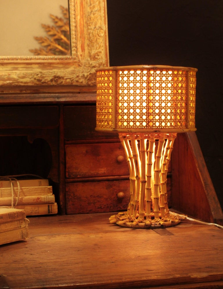 Italian 1950s Chinoiserie Style Bamboo Wicker and Rattan Table Lamp In Excellent Condition For Sale In Barcelona, ES
