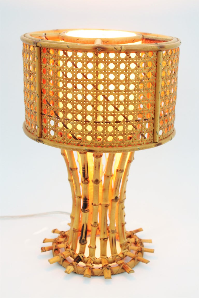 Italian 1950s Chinoiserie Style Bamboo Wicker and Rattan Table Lamp For Sale 2