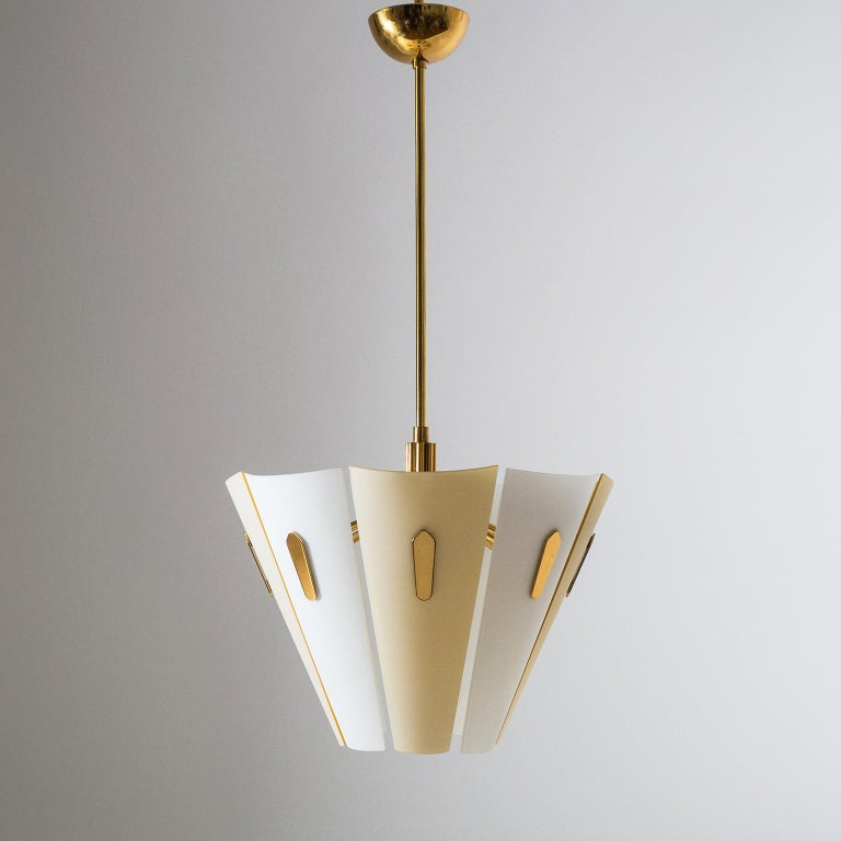 Very rare Italian dual color glass chandelier from the 1950s, Stilnovo attributed. A beautifully tooled brass structure holds eight curved satin glass elements. The alternating white and sand colored glass diffusers are seemingly suspended in mid