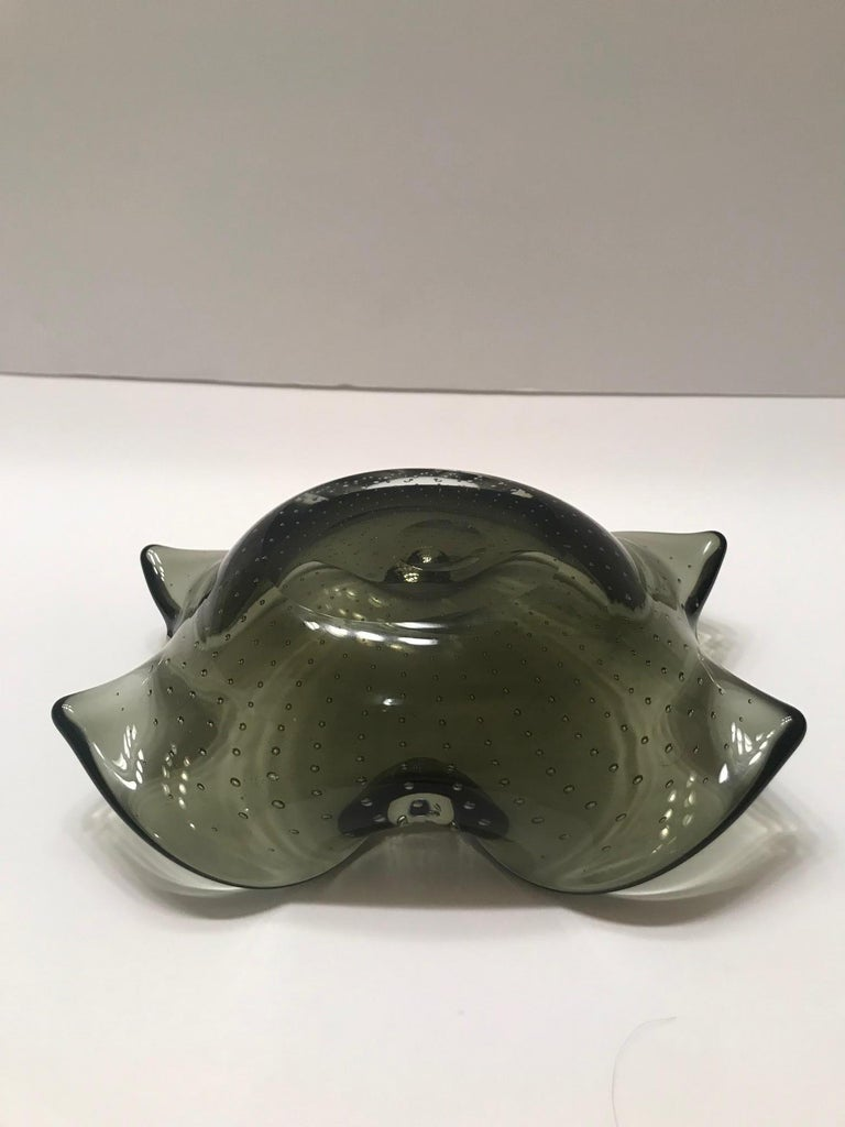 Italian 1950s Murano Glass Bowl with Organic Form and Controlled Bubbles For Sale 9