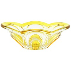 Italian 1950s Scalloped Sommerso Yellow and Clear Murano Glass Centrepiece