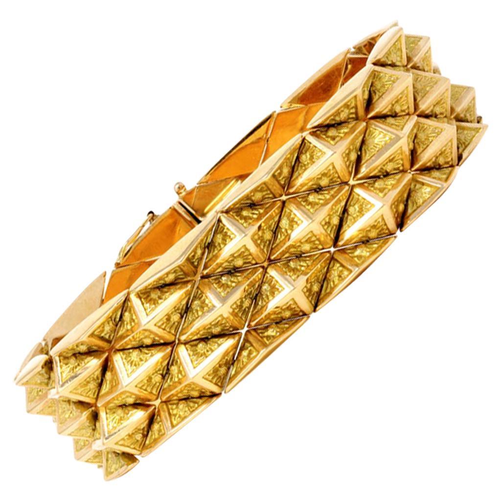 Italian 1960s 18 Karat Yellow Gold Pyramidal Link Bracelet