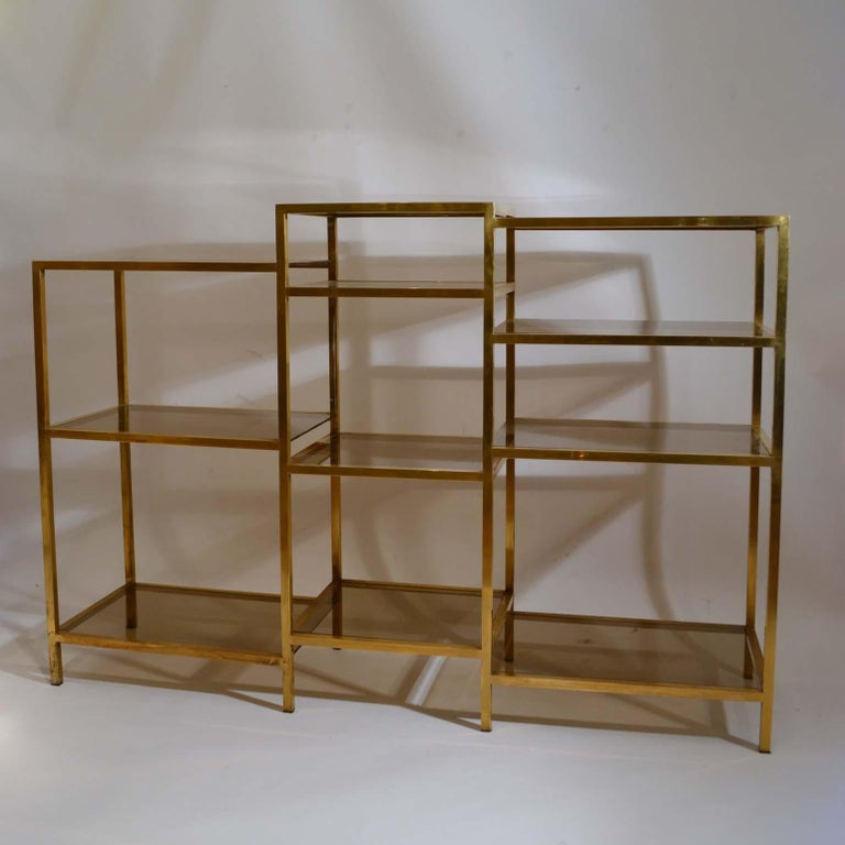 Italian 1960s Brass Multileveled Étagère Shelving Unit Attributed by Romeo Rega In Good Condition For Sale In London, GB