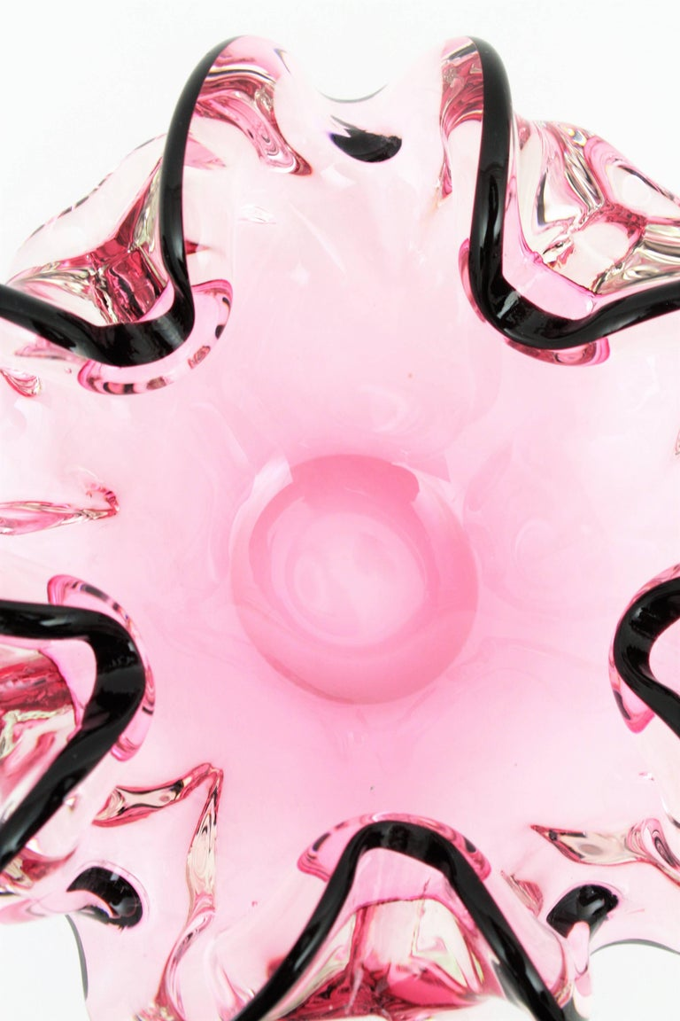 Italian 1960s Handblown Pink and Black Sommero Murano Art Glass Flower Bowl In Excellent Condition For Sale In Barcelona, ES